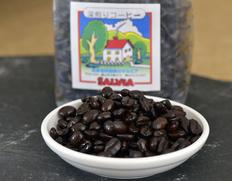 仕入れから焙煎、選別、ブレンド、全てにこだわるサルビアの鈴木将仁さん自慢のコーヒー