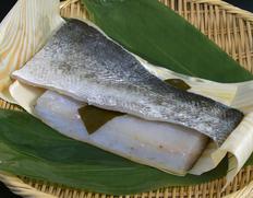 夏の一番魚!「越前和紙」で包みこみ、地元愛に溢れた旬の逸品 「氷点熟成 鱸の昆布締め」