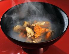 味の加久の屋 北三陸のうにとあわびを使用『極上いちご煮』385g×2缶化粧箱入り