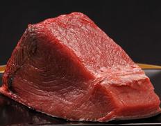 日本海の本マグロ!1本60kg以上を築地市場で買ってブロックにカット!鮮度とお買い得を実現!