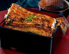 浜名湖の「極大うなぎ蒲焼き」は唇がくっつく様な存在感!缶切り必須の「うなぎ缶詰」も