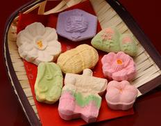 ひな祭りの贈り物に喜ばれる和菓子!局屋立春「立雛菓子」